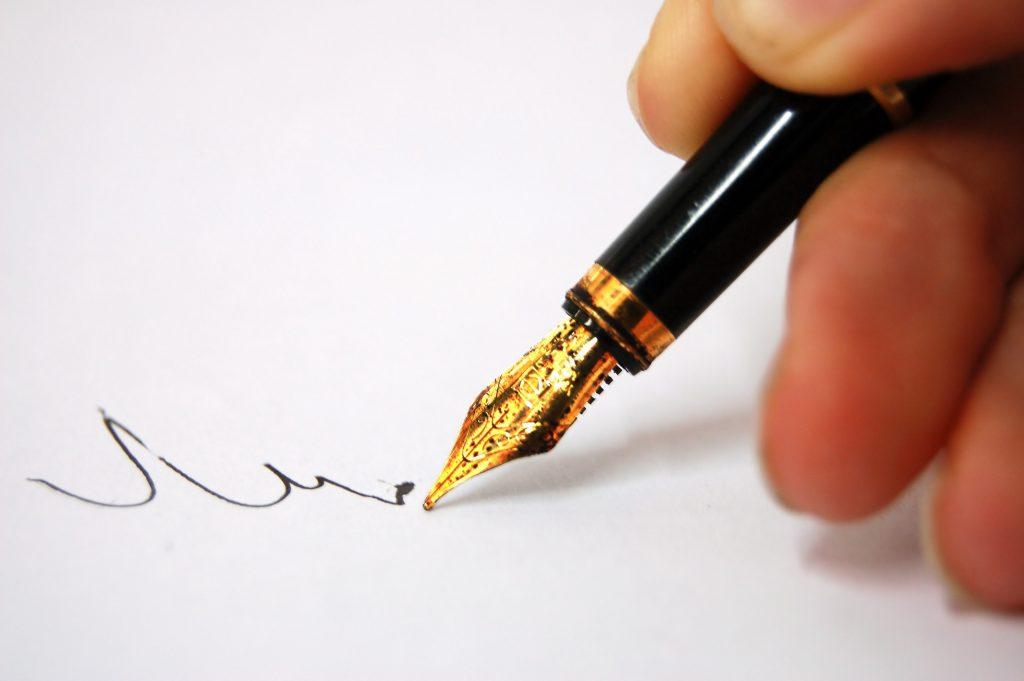 writing pen 1024x681 - Phiên toà cuối cùng - Phần 29 - vong-luan-xa, viet-lach, truyen-dai
