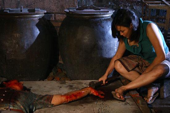 meat grinder 2009 4 - Meat Grinder (2009): Món ăn của nỗi hận - trai-nghiem, giai-tri