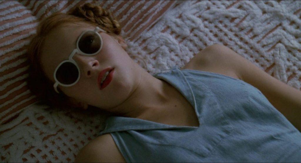 lolita nang lolita 1997 2 1024x555 - Lolita (1997): Vẻ đẹp ngọt ngào và tình yêu cuồng loạn - trai-nghiem, giai-tri