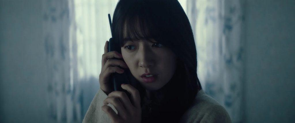 the call 2020 kinh di 4 1024x427 - The Call: Cuộc gọi kinh hoàng và vòng lặp chết người bất tận - trai-nghiem, giai-tri