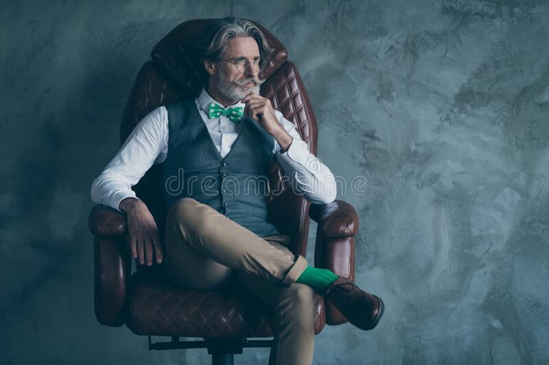portrait brutal masculine old gentleman rich wealthy company owner sit armchair look copy space wear formal wear portrait 173827342 - 8 reasons why women date older men - trai-nghiem, live-love-sex